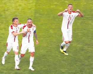 Kolarov Sırbistan'ı uçurdu