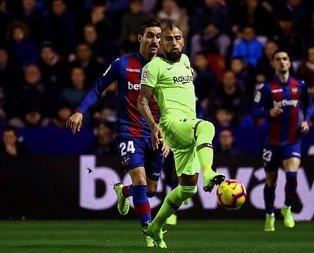 Messi attı Barcelona coştu!