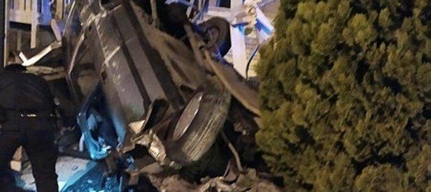 Avcılar'da feci kaza! Kontrolünü kaybeden araç restoran bahçesine daldı!