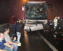 Yolcu otobüsü TIR'a çarptı! Çok sayıda yaralı var