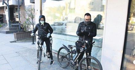 Serdar Ortaç ve aşkı Seçil Gür Boğaz'da pedal çevirdi