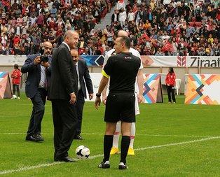 Başkan Erdoğan maçı böyle başlattı