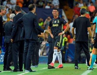 Cristiano Ronaldo gördüğü kırmızı kart sonrası gözyaşlarını tutamadı!