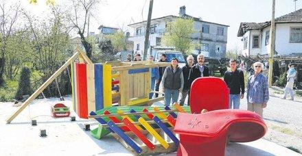 Cenk Eren, muhtar adayının yıktığı parkın yapımı için kolları sıvadı