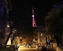 Tiflis Kulesi'ne Türk bayrağı ışıklandırması