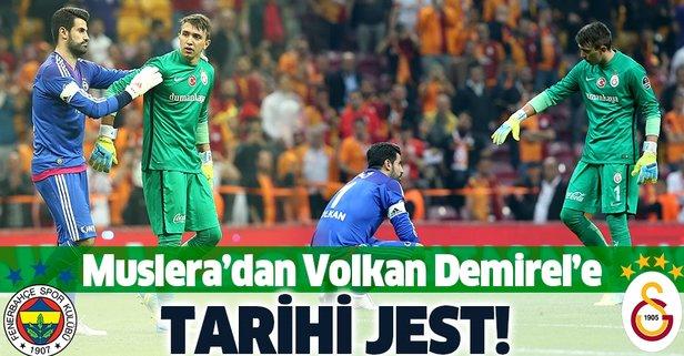 Muslera'dan Volkan'a tarihi jest