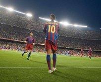Futbolun efsanelerinden Ronaldinho futbolu bıraktı