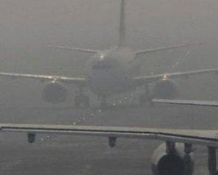 İstanbul'da yoğun sis! Bazı uçak seferleri iptal edildi
