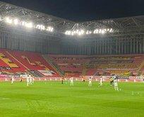 Göztepe-Alanyaspor maçında 'ırkçılık' protestosu