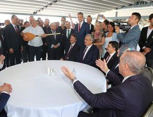 Başkan Erdoğan, öğrencilerle çay içip söylenen şarkıya eşlik etti