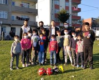 Hindiye futbol öğreten miniklere sürpriz