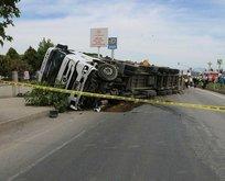 İzmir'de feci kaza: TIR'ın altında kaldılar