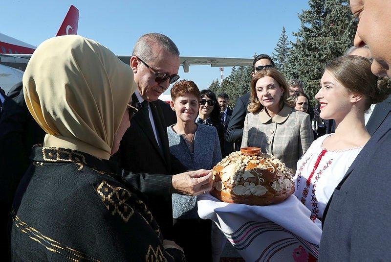 Başkan Erdoğan ve eşi Emine Erdoğan Moldova'da resmi törenle karşılandı