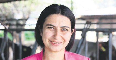 İzmir'in Kirazlı İlçesi'nde Saliha Özçınar yeniden seçildi