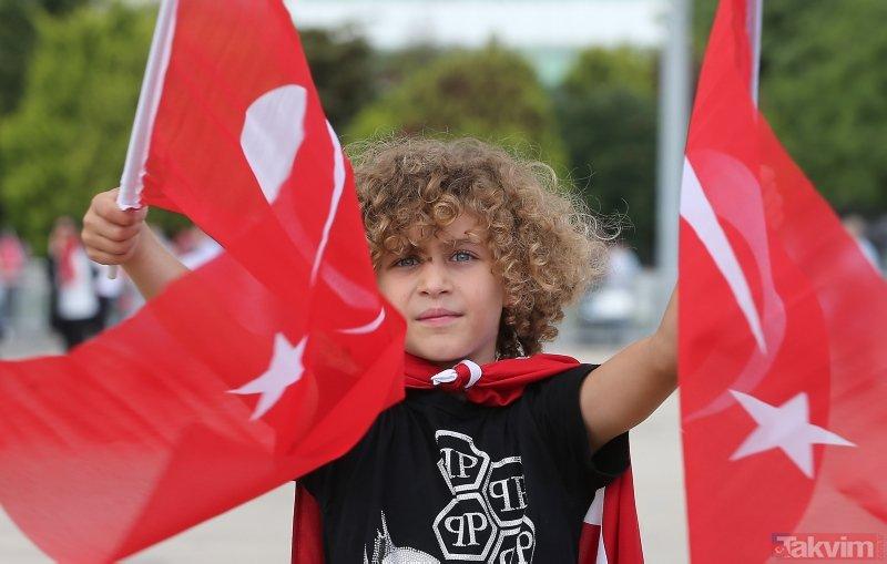 İstanbul'da vatandaşlar Atatürk Havalimanı'na akın etti! Alan doldu taştı