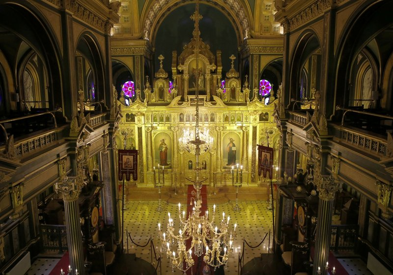 Demir Kilise'ye turist akını...