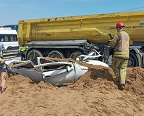 TEM'de kum yüklü tır devrildi! Yol trafiğe kapatıldı