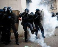 Fransa'da halk sokağa döküldü!