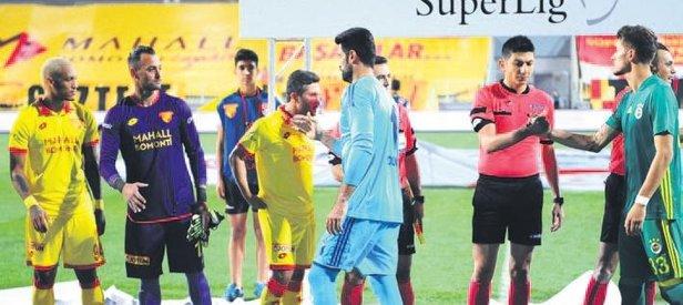 Sabri ve Volkan Demirel yine tokalaşmadı
