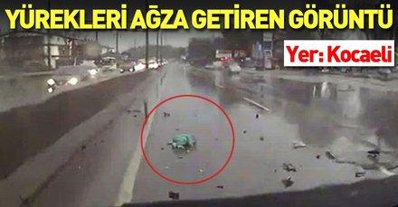 Kocaeli'nde yürek sızlatan görüntü! Kaza yapan kamyonetteki bebek yola fırladı...