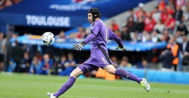 Cech yeniden Chelsea kadrosunda!