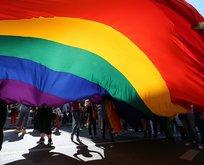Son dakika: LGBT'lilerden İzmir'de polise saldırı!