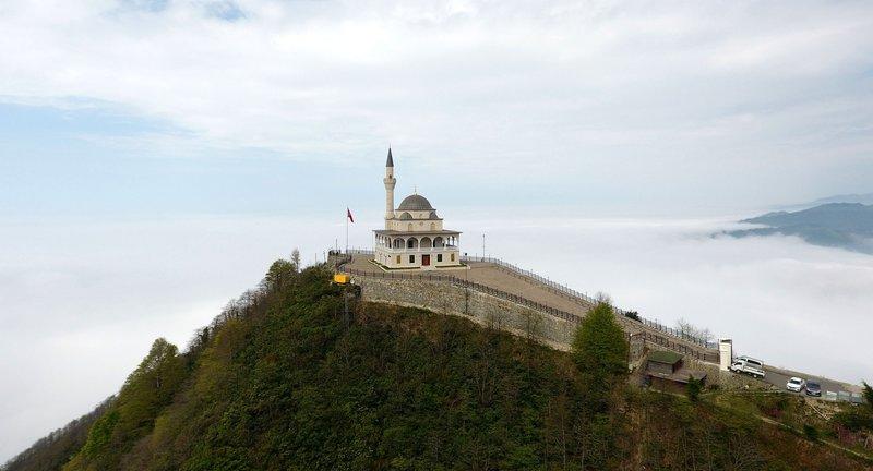 Kıbledağ Camii ziyaretçi akınına uğruyor