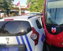 Polis aracı ile tramvay çarpıştı!