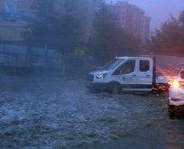 İstanbul'da afet! Caddeleri su bastı
