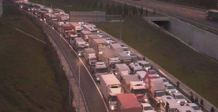 Yavuz Sultan Selim Köprüsü'nde trafiği kilitleyen kaza