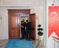Binaya geldi, başkanlık makamı kapısına x-ray cihazı koydurdu
