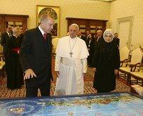 Cumhurbaşkanı Erdoğandan Papaya hediye