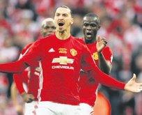 Zlatan Ibrahimovic yeniden M.United'ta