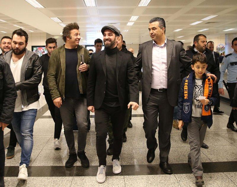Arda Turan, Medipol Başakşehir için İstanbulda