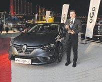 Renault zirveyi geri aldı