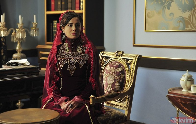 Payitaht Abdülhamid dizisinin 'Bidar Sultan'ı Özlem Conker hayranlarını şaşırttı!