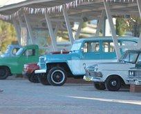 Araç müzesi ziyaretçilerini zamanda yolculuğa çıkarıyor