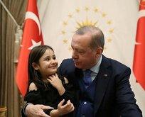 Erdoğan, minik Irmak Ayşe ile Külliyede görüştü