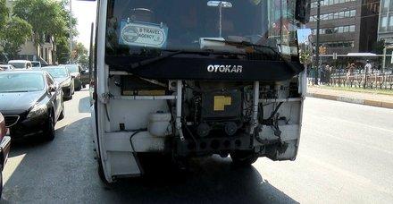 Beşiktaş'ta minibüs tramvaya çarptı