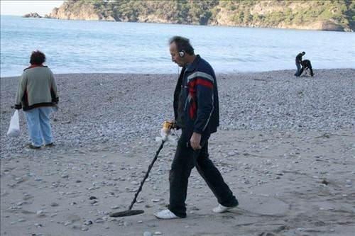 Ölüdeniz sahili delik deşik oldu