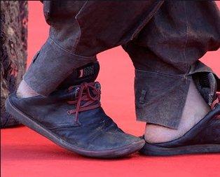 Bu ayakkabıların sahibi ünlü yönetmen koronadan öldü