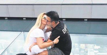 Emrah eşi Sibel Erdoğan'la Tayland'da adrenalin dolu anlar yaşadı