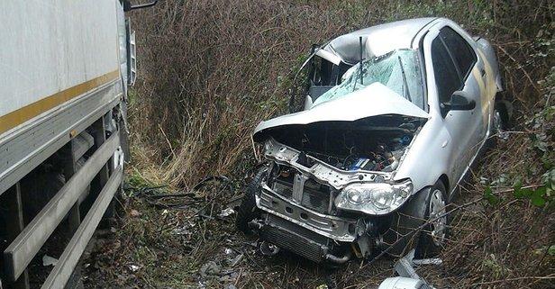 İstanbul'da feci kaza! Kamyonla otomobil kafa kafaya çarpıştı