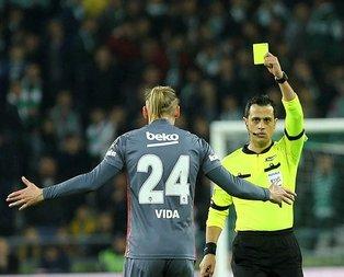 Hangi akılla kartları gösterdi
