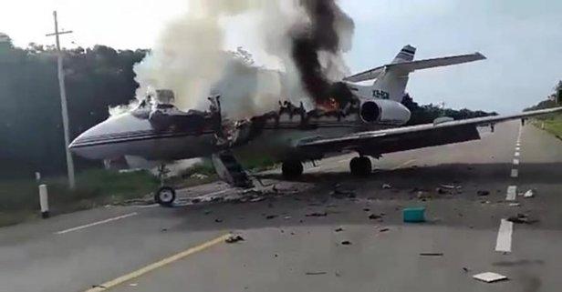 Uyuşturucu karteli uçağını otoyola indirdi
