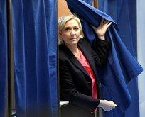 Irkçı Le Pen'den flaş karar!
