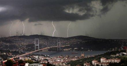 Valilik uyardı! İstanbul için çok şiddetli yağış alarmı
