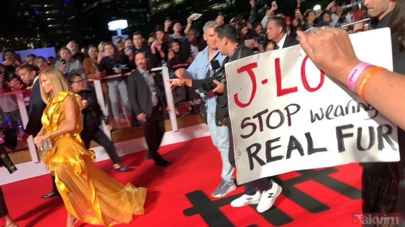 Jennifer Lopez yeni filmi Hustlers'ın galasında protesto edildi!