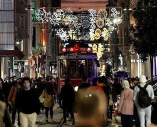 İstanbul'da yılbaşında uygulanacak kısıtlama öncesi cadde ve sokaklarda yoğunluk yaşandı
