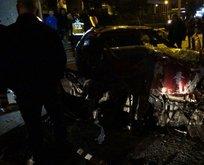 Feci kaza! Otomobil demir yığınına döndü